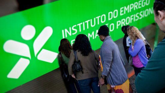 Número de desempregados inscritos nos centros de emprego sobe 29,6% em dezembro