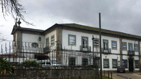 Covid-19: Infeção em três funcionários cancela vacinação de utentes de lar em Valença