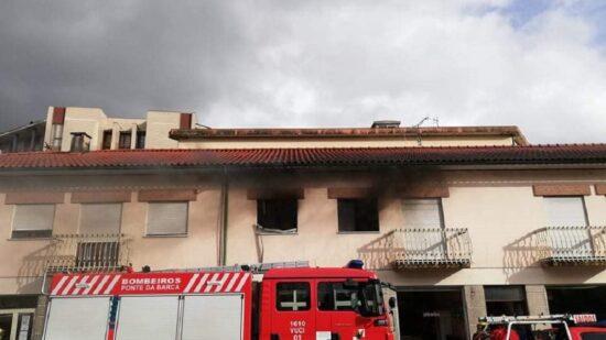 Ponte da Barca: Dois homens desalojados após incêndio em quarto de habitação