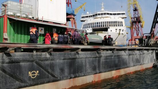 Polícia Marítima fiscaliza empresas que executam trabalhos de aprofundamento no canal do porto de Viana do Castelo