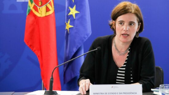 Covid-19: Ministra da Presidência admite paragem no processo de desconfinamento